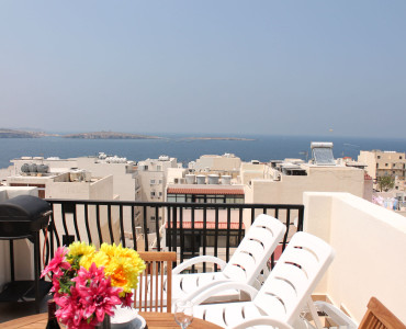 Sea-view self catering holiday Penthouse