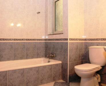 Main Bathroom-w1920-h1200-w1920-h1200