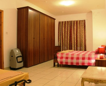 Main Bedroom with double bed, ensuite and space for 4 extra beds.-w1920-h1200-w1920-h1200