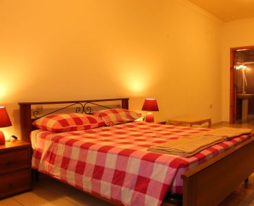 Main Bedroom with double bed, ensuite and space for 4 extra beds..-w1920-h1200