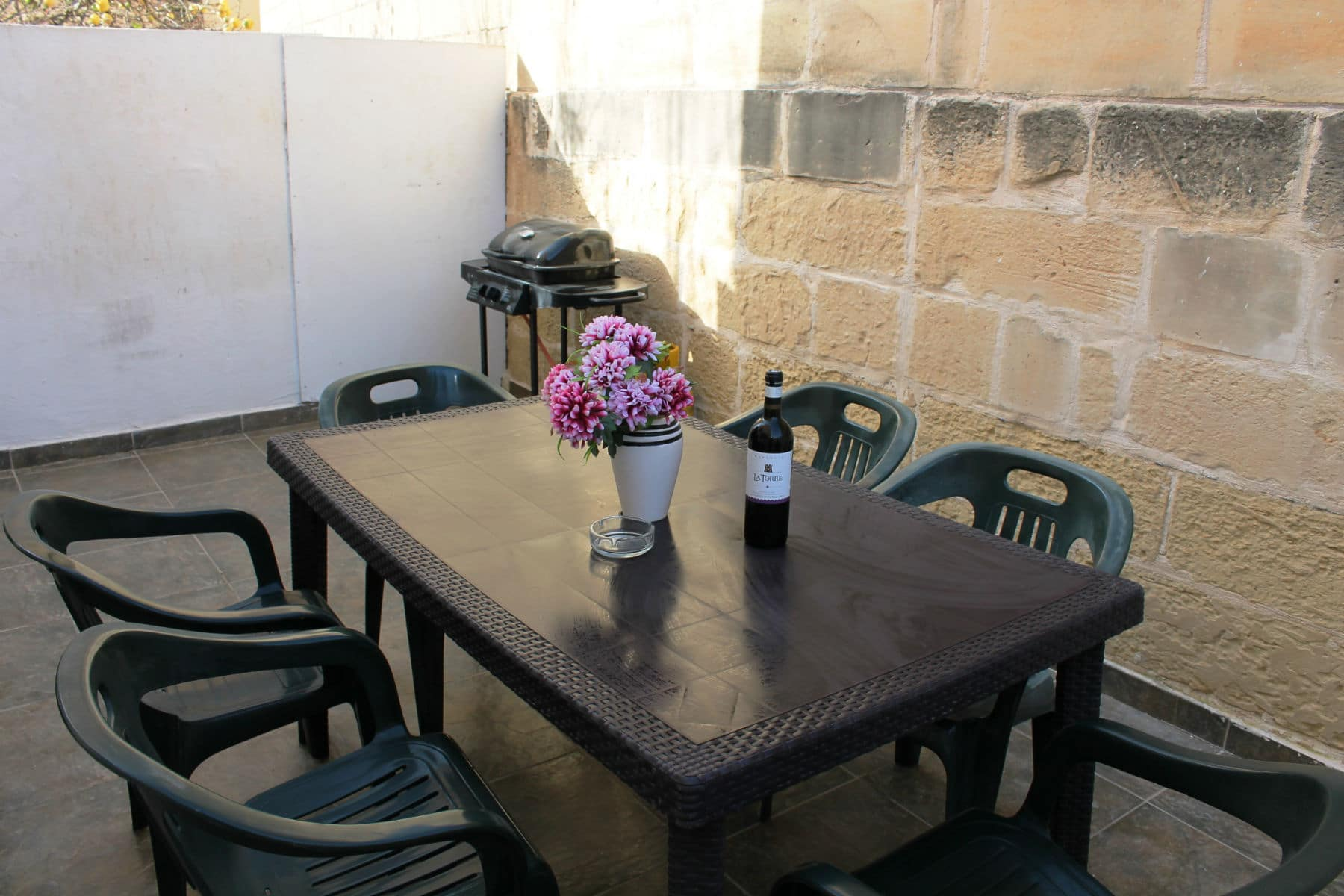 Seaspray Apt 1 Large 3 Bedroom Self Catering Holiday Apartment With Terrace And Bbq Getaways