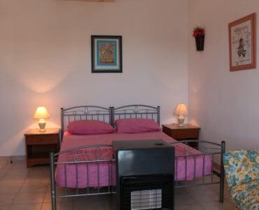 extra beds in sittingroom (with private door = 3rd bedroom)