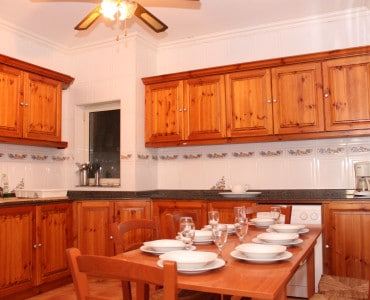 fully equipped kitchen..-w1920-h1200