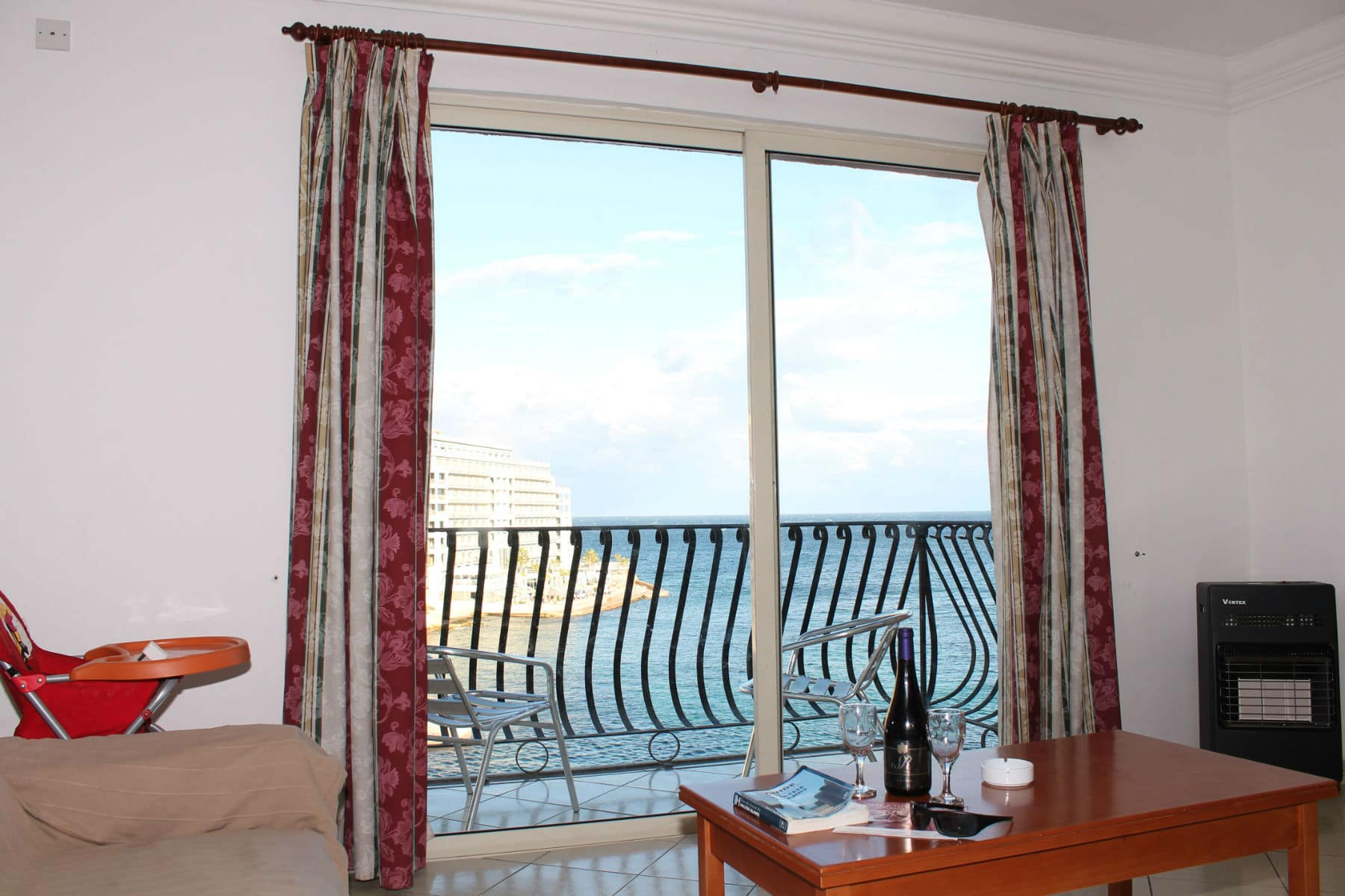 great seaviews from sitting room-w1920-h1200-w1920-h1200