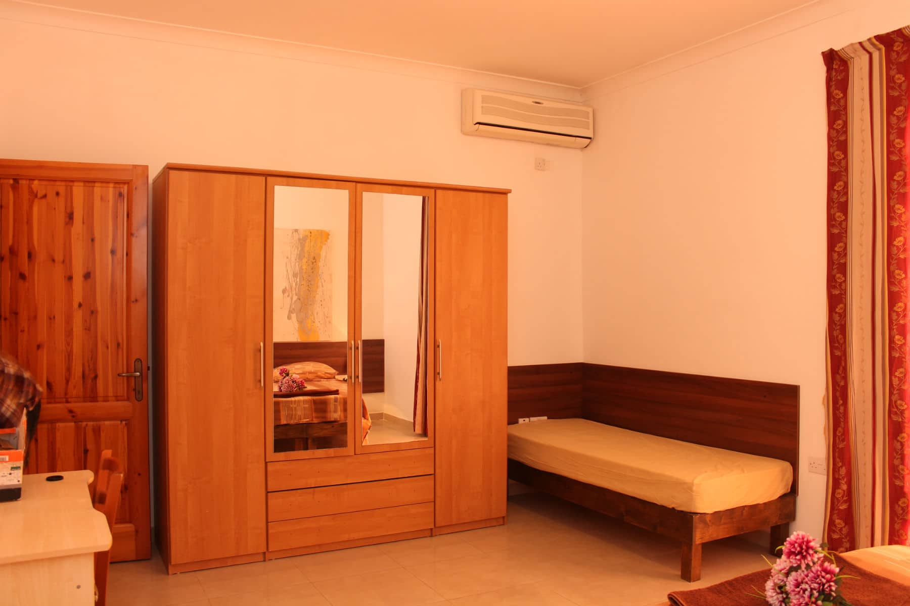 main bedroom-w1920-h1200