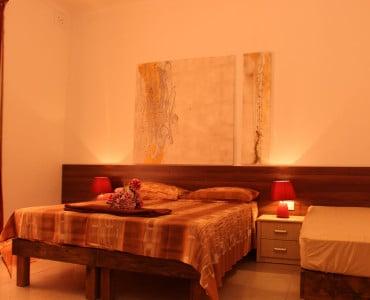 main bedroom.-w1920-h1200