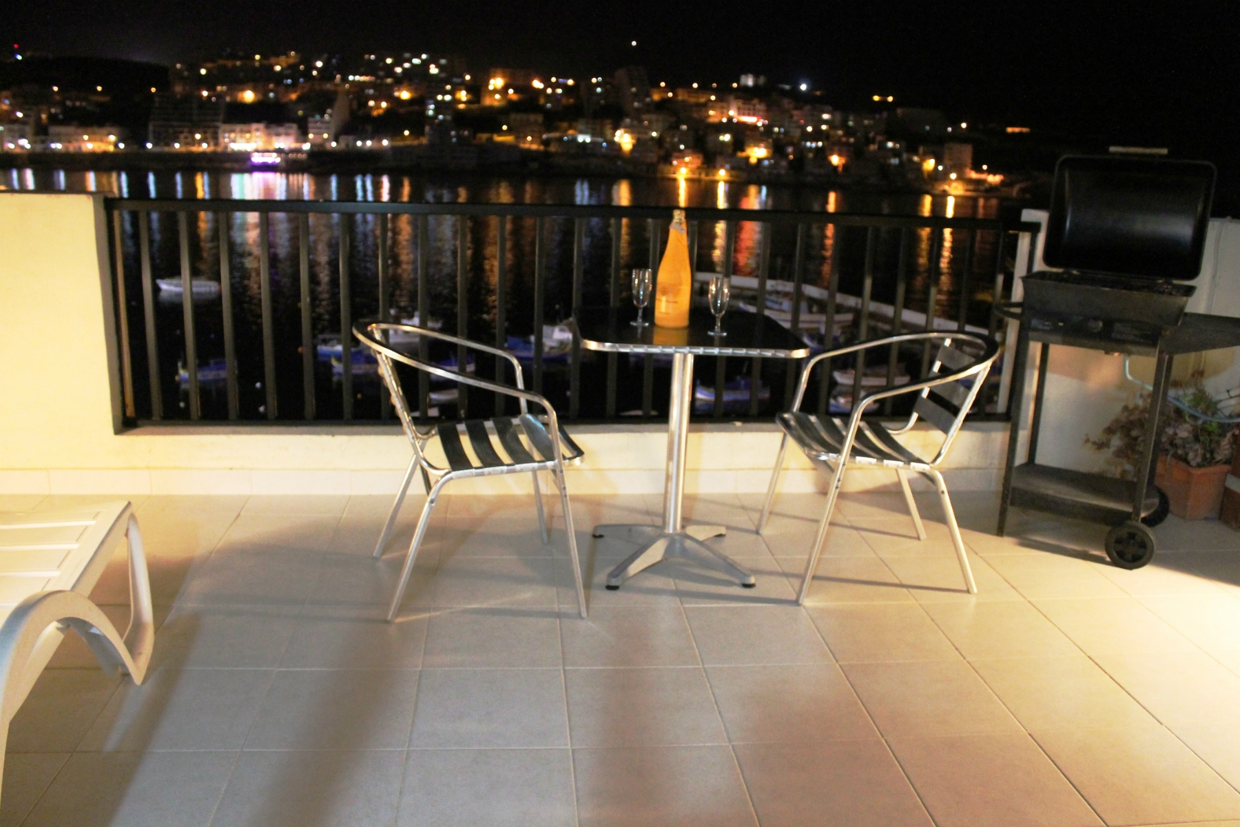 Harbour lights penthouse seafront self catering romantic for Terrace night