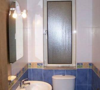 secondary_bathroom-w1920-h1200