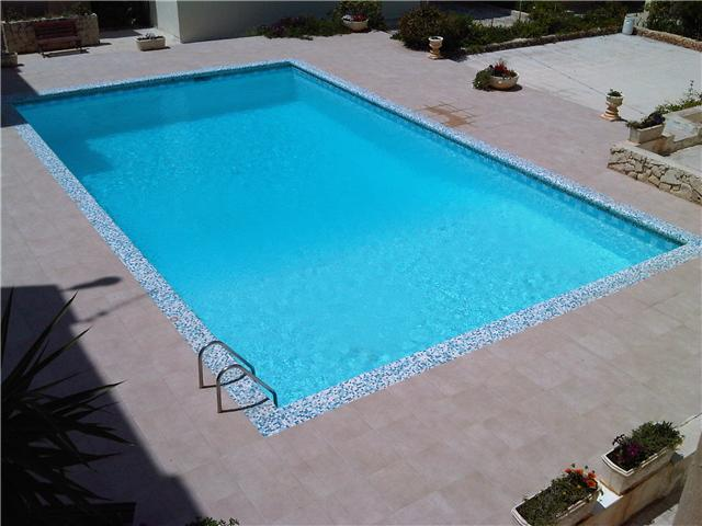 3 bedroom self catering  holiday apartment with shared pool