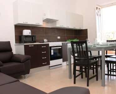 Brand New Kitchen/Living/Dining Fully Equipped.