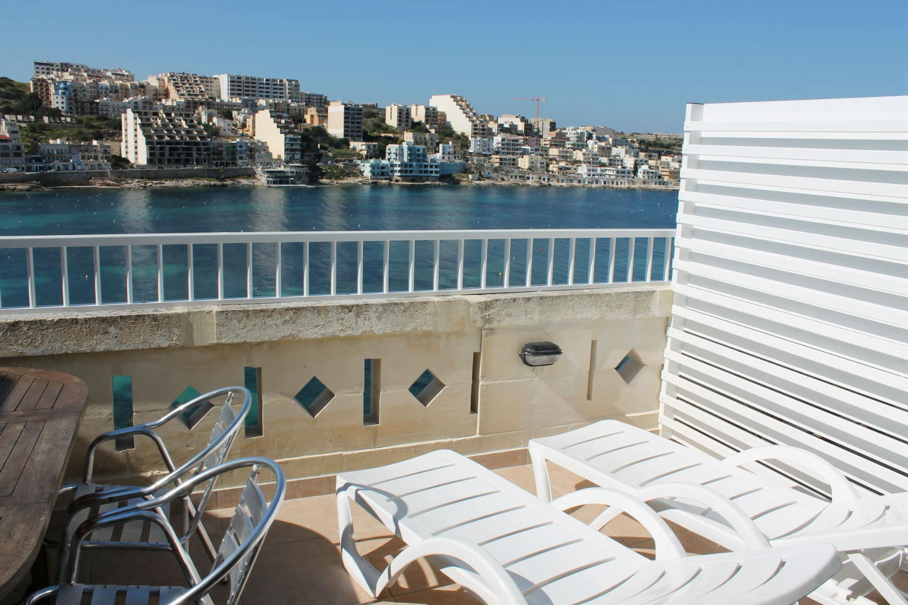 Seafront Self-Catering Holiday Penthouse - St Paul`s Bay